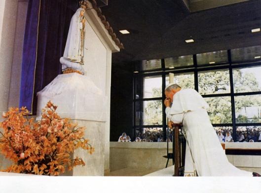 el papa rezando