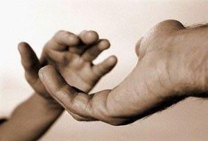estender a mão
